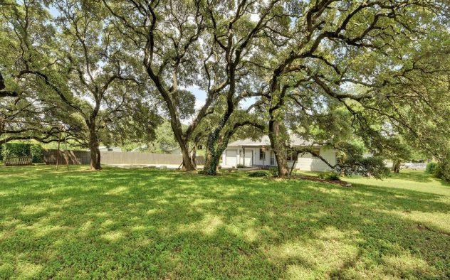 <div class='field-listing-address-1'>7210 Elm Forest Rd</div>