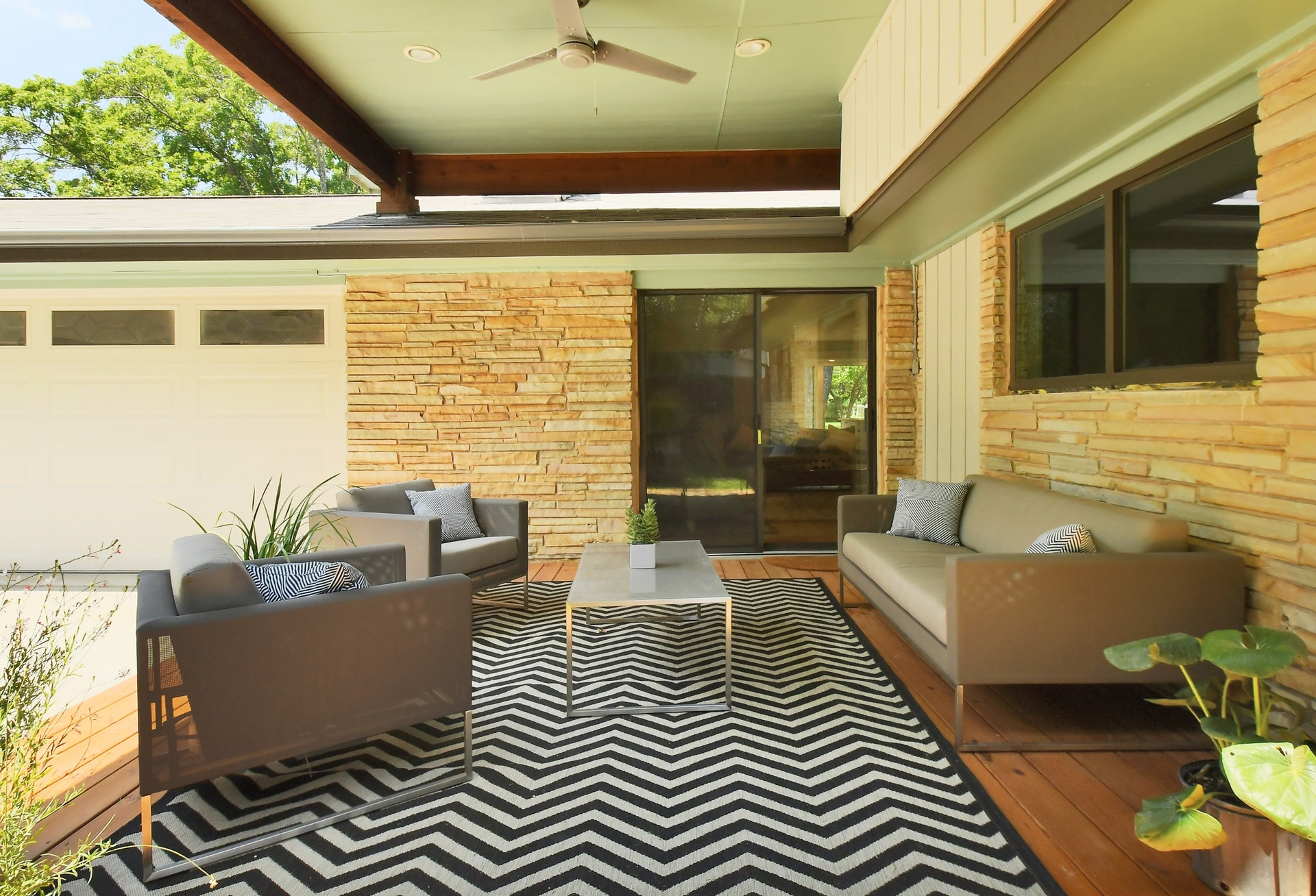 Gorgeous Stacked Sandstone Siding, Bright And Spacious Floor Plan, Vaulted